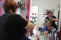 Hana Nečasová se vyučila kadeřnicí v roce 1985. Své profesi se věnuje dodnes. V Novém Městě na Moravě provozuje vlastní kadeřnictví na Palackého náměstí.