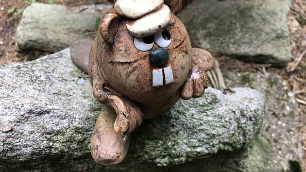 Pramen Bobrůvky hlídá keramický bobr