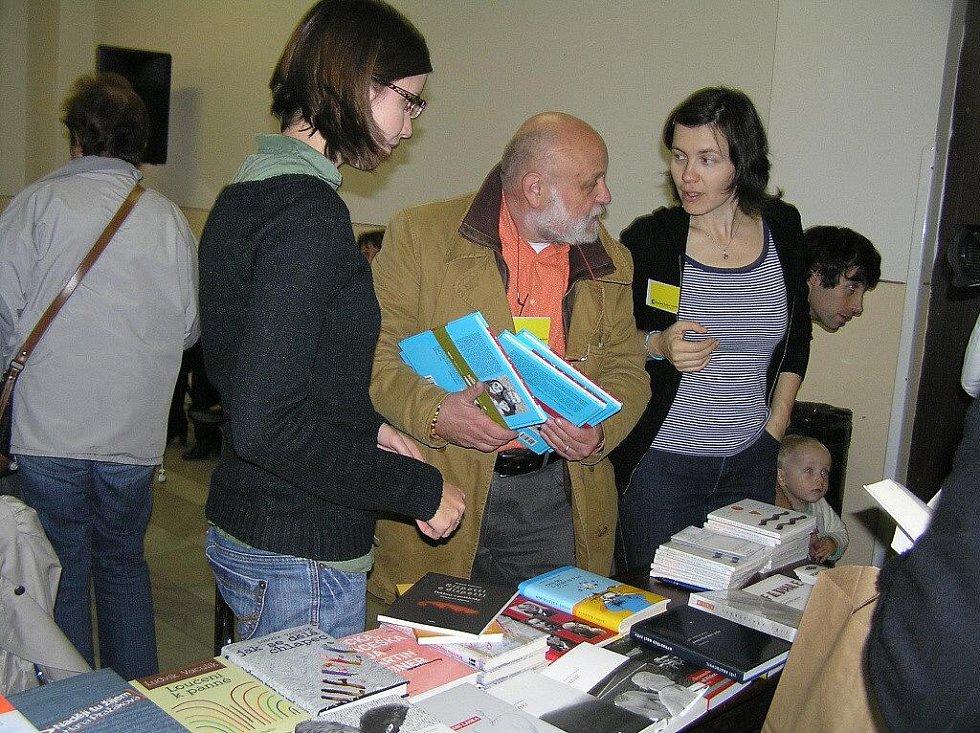 Doslova literární koncert a přehlídku spisovatelských osobností nabídl i v sobotu v pořadí už 20. ročník havlíčkobrodského Knižního veletrhu v KD Ostrov.