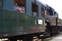 Při Slavnostech pernštejnského panství se jezdí i historickými vlaky.