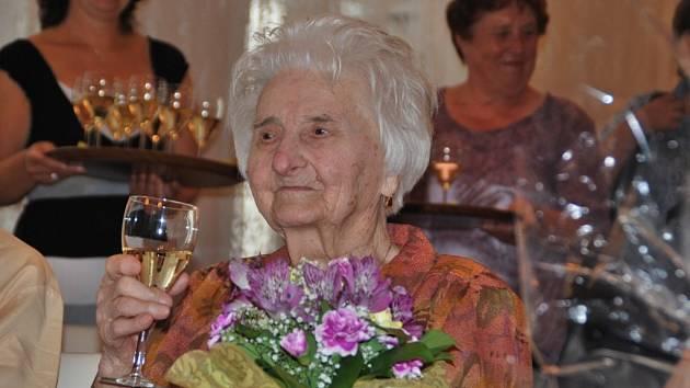 Marie Cahová při svých srpnových 107. narozeninách.