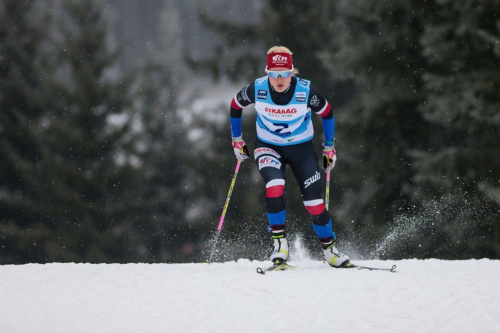 Kateřina Janatová v závodu žen na 10 km volně v rámci Světového poháru v běhu na lyžích.
