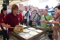 Na Slavnostech brambor kromě rarit nemohou chybět ani tradiční pochoutky, jako jsou bramboráky či placky.