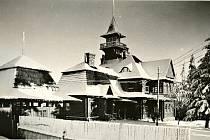 Chata na Harusově kopci byla postavena v roce 1921. V roce 1942 shořela.