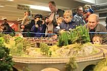 Ve Velkém Meziříčí se koná X. ročník výstavy Modelové železnice TT. Pořádá jí tamní Klub železničních modelářů v suterénu ZUŠ.