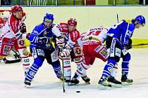 Velké Meziříčí (v modrém) čeká zápas s Pískem.