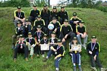 Mladí hasiči z Dobré Vody při okresním kole hry Plamen 24. května 2008, odkud si odvezli ocenění.