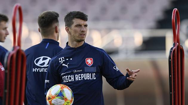 Český fotbalový obránce Ondřej Kúdela dostal tvrdý trest. UEFA jej za údajný rasismus potrestala stopkou na deset soutěžních utkání.