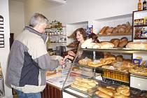Objem výroby v souvislosti s biatlonovým mistrovstvím světa zvýšili i v pekařství U Slonků v Novém Městě na Moravě.