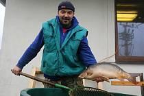 O kapry byl velký zájem. Rybáři nestačili ryby zabíjet, stahovat a kuchat.