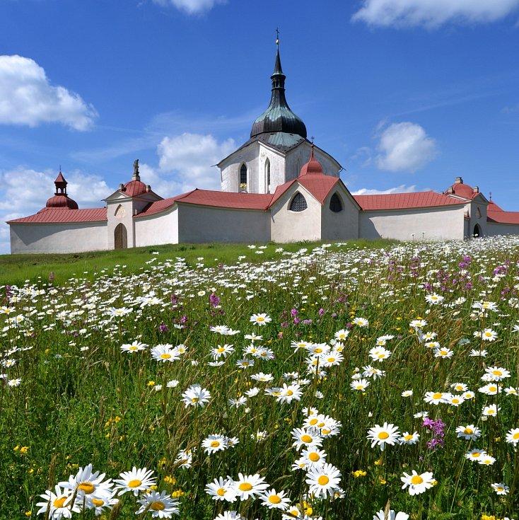 Santiniho stavby na Vysočině - poutní kostel svatého Jana Nepomuckého ve Žďáře nad Sázavou, památka UNESCO.