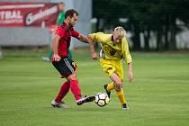 Trenér fotbalistů Bohdalova (ve žlutých dresech) Vítězslav Machatka věří, že se na jaře začne hrát.