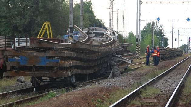 Náklad kolejí, který v Golčově Jeníkově na Havlíčkobrodsku v září srazil dva železniční dělníky. Jeden z nich zemřel.