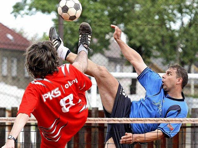 Žďárští nohejbalisté PKS okna mají v tomto ročníku II. ligy formu. K jistotě kvalifikace o vyšší soutěž jim ze dvou posledních dvou zápasů stačí uhrát jediný bod.