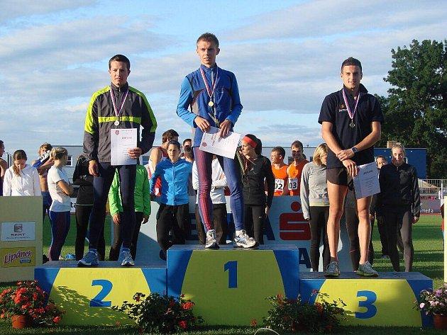Běžec Lukáš Kourek vybojoval na atletickém mistrovství Evropy družstev pro svou zemi dva body. Do spokojenosti měl ale on i celý český výběr daleko. Národní tým totiž skončil na první sestupové pozici.