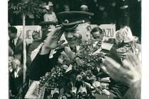 Generálporučík Filip Fedosejevič Žmačenko při osvobození Nového Města na Moravě.