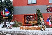 Biatlonová lavička je k vidění ve Žďárské ulici.