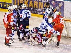 Plameny ukázaly, že v play-off se dá odehrát vyrovnaná série i s vítězem základní části. Hlavní zbraní žďárských hokejistů je obrovská bojovnost a chuť vyhrávat.