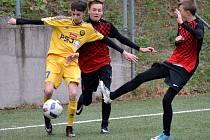 Mladší dorostenci Jihlavy (ve žlutém) vyhráli o víkendu nad Žďárem, včera přejeli i Humpolec.