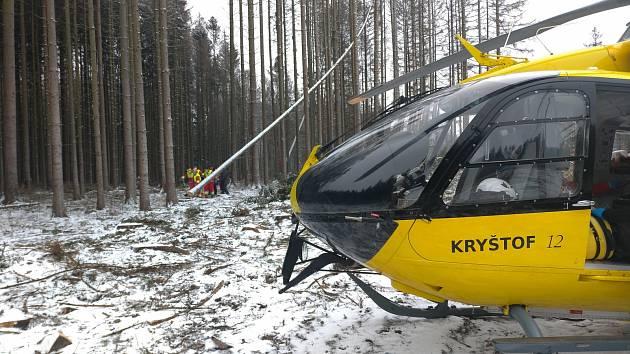 Muže s těžkým zraněním transportoval vrtulník do brněnské nemocnice.