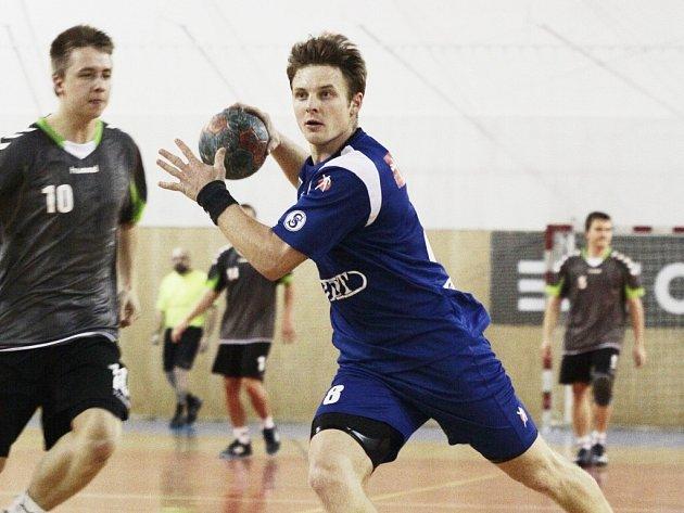 Zdravotních komplikací Jana Strejčka v Novém Veselí naplno využívá Martin Hajčman, který se stává nepostradatelným pilířem týmu.
