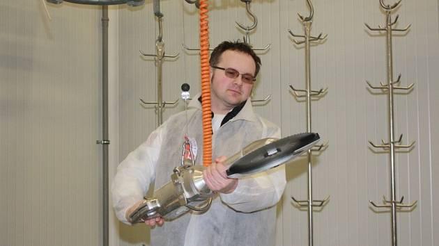 elevizní šéfkuchař, jeden z protagonistů úspěšného seriálu České televize Kuchařská pohotovost Jiří Král, se rozjel na Vysočinu, aby si osobně vyzkoušel kvalitu masa z Mitrovského dvora na Bystřicku.