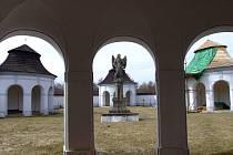 V budoucnu by si lidé mohli prohlédnout originály soch, jež dříve zdobily žďárský barokní most.