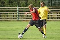 Fotbalisté Hamrů nad Sázavou (ve žlutém) v Jimramově zvítězili 3:1. Naopak béčko Nové Vsi (v červeném) v Rozsochách neuspělo.