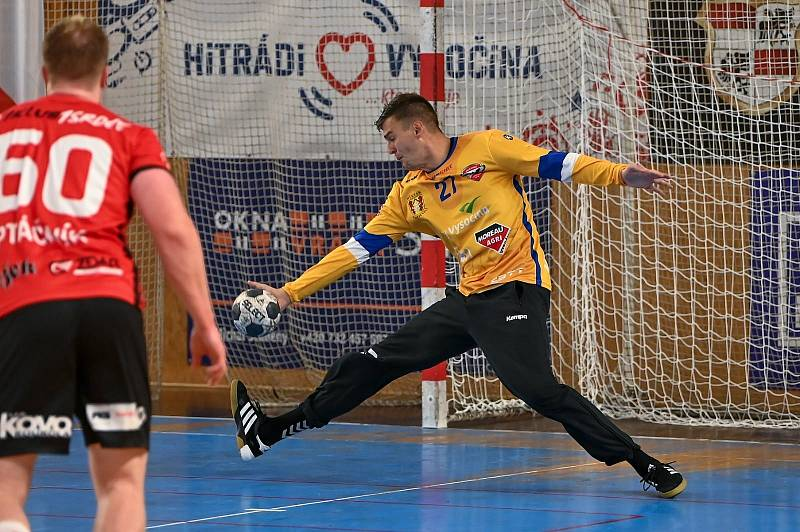 Po překvapivém vítězství v Plzni vybojovali také v souboji s Kopřivnicí (v tmavém) házenkáři Nové Veselí (v červených dresech) dva body.