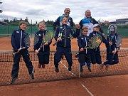 Mladší žáci Žďáru –  zleva Braunová, Míšková, Piechula, Hošek, Blažíček a Slavíček, postoupili do vyšší soutěže.