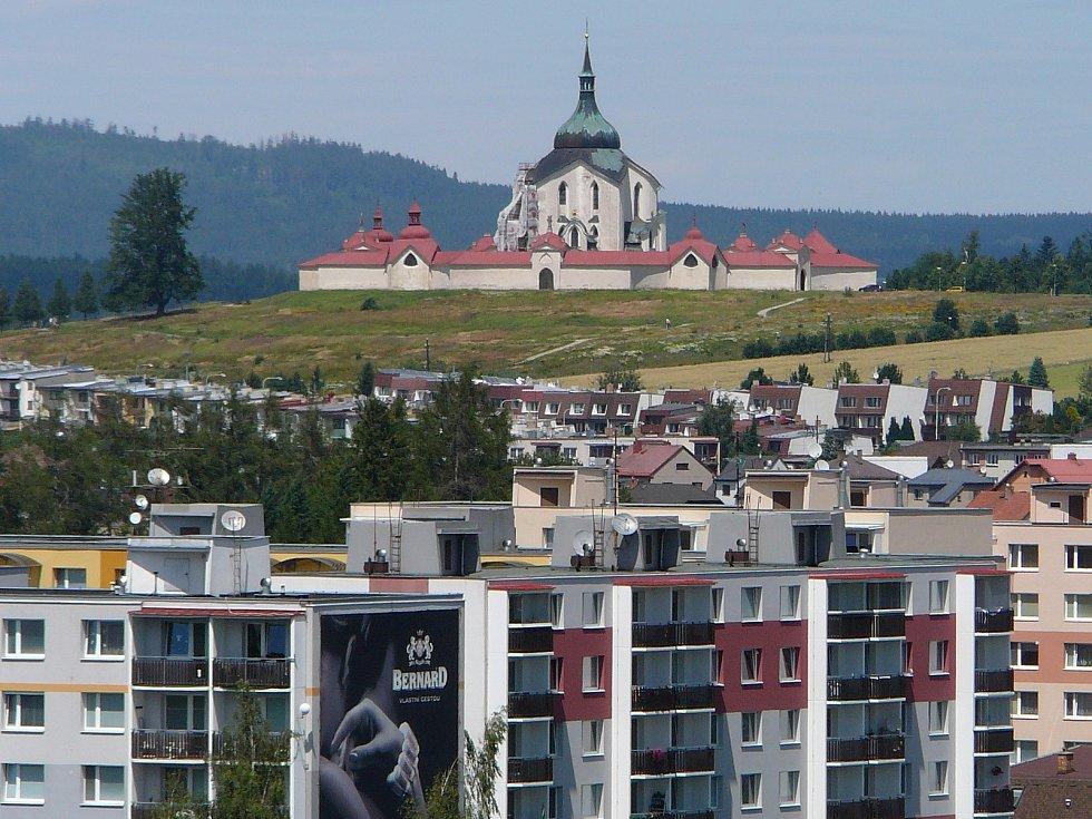 Pohled z věže na Žďár nad Sázavou .