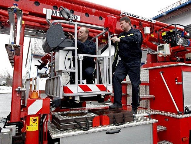 Během dnů otevřených dveřích ve žďárské požární stanici uvidí zájemci i plošinu, která má dosah pětadvacet metrů.