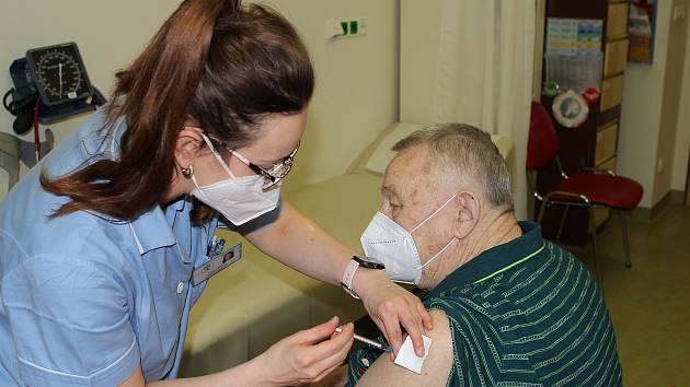 Miroslav Adam se nechal očkovat v pondělí 1. března dopoledne v Nemocnici v Novém Městě na Moravě.