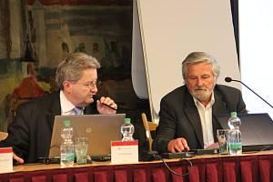 Do čela radnice byl zvolen Josef Komínek (vlevo), místostarostou se stal Vilém Lavický (vpravo).