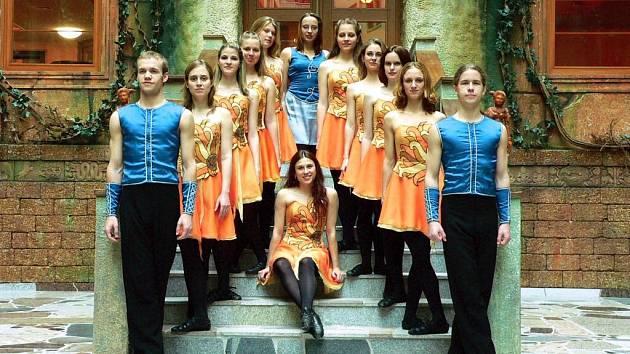 Členové skupiny Rencoirí předvedou ve Velkém Meziříčí irský step, set dancing a seán nos.