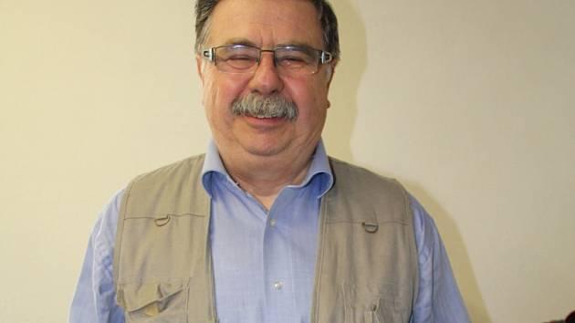 Novoměstský patriot Jaromír Černý má na svém kontě už hezkou řádku publikací. Jeho zatím poslední práce se v knihkupectvích objeví na počátku dubna.