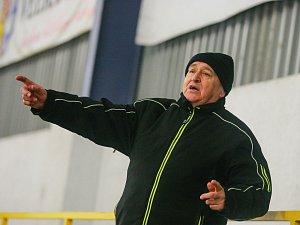 Spokojenost mohl po výhře 7:1 nad Brumovem hlásit kouč hokejistů Velké Bíteše Zdeněk Pirochta (na snímku).