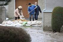 Výstraha před povodněmi trvá do pondělí.
