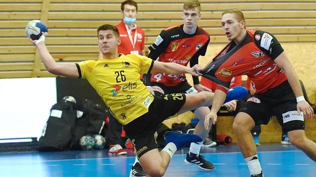 Už jednou se v této sezoně představili házenkáři Nového Veselí (v červených dresech) v Brně. Na půdě Maloměřic se jim ovšem tehdy příliš nevedlo.