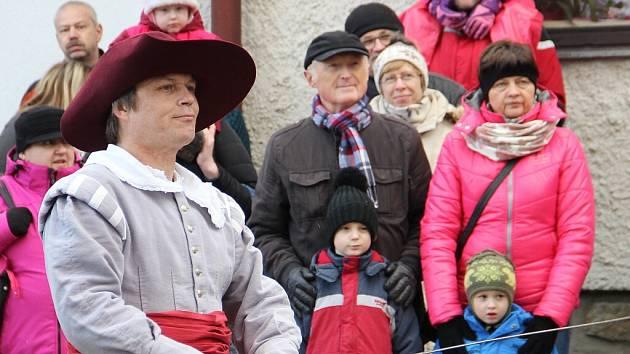 Velká výstava věnovaná žďárské Společnosti historického šermu Flamberg v Regionálním muzeu města Žďár nad Sázavou v ulici Tvrz seznamuje návštěvníky s pětadvacetiletou historií i současností skupiny. Flamberg svou výstavu zahájil vystoupením před muzeem.