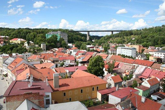 Pohled na Velké Meziříčí z věže kostela svatého Mikuláše.