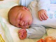 Na novorozeného Bartoloměje, který přišel na svět 24. prosince, se doma těší jeho pětiletý bráška.