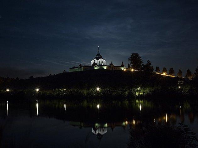 Kostel zasvěcený svatému Janu Nepomuckému na Zelené hoře ve Žďáře nad Sázavou přitahuje pohledy nejen ve dne, ale také v noci. Dílo slavného barokního architekta Santiniho Aichla je zařazeno do seznamu světového dědictví UNESCO.