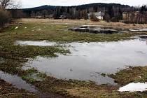 Jednou z lokalit, o níž  Sdružení Krajina  pečuje,  jsou Rychtářky u Milov. Také na toto místo zavzpomínali oslovení pamětníci.