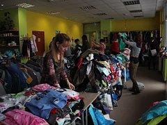 Tradiční prodejní akce Srdíčka má již desetiletou tradici. Těší se velkému zájmu jak prodávajících, tak i koupě chtivých návštěvníků.