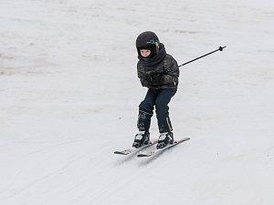 Sjezdovky na Žďársku stále lákají lyžaře