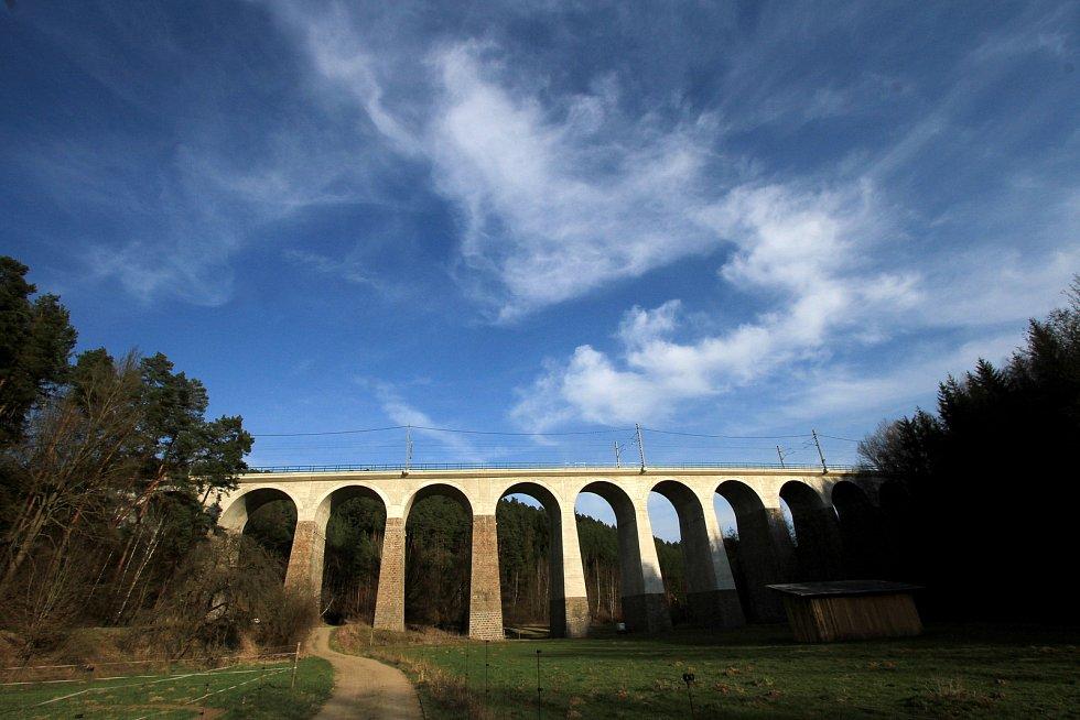Velký železniční viadukt Kutiny - panorama