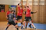 Ve čtvrtém extraligovém kole letošního ročníku v sobotu zdolali házenkáři Nového Veselí (v červených dresech) před vlastními fanoušky KP Brno.