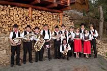 Venkovská kapela hraje na akcích všeho druhu - od obecních a hasičských slavností, plesů, zábav a poutí až po koncerty. A to jak v Česku, tak v cizině.