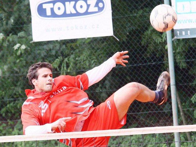 Žďárské nohejbalisty dělilo od výhry nad prvním mužstvem soutěže jen pomyslné sportovní štěstíčko.